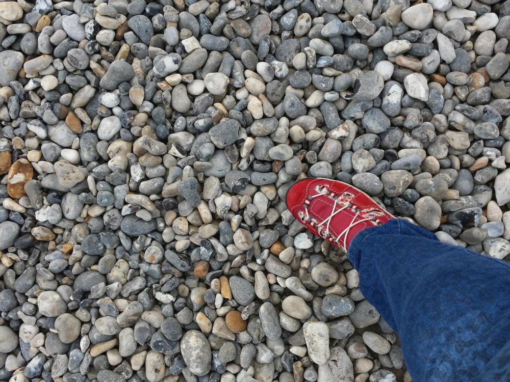 Des bonnes chaussures pour une randonnée sur les galets de cayeux sur mer