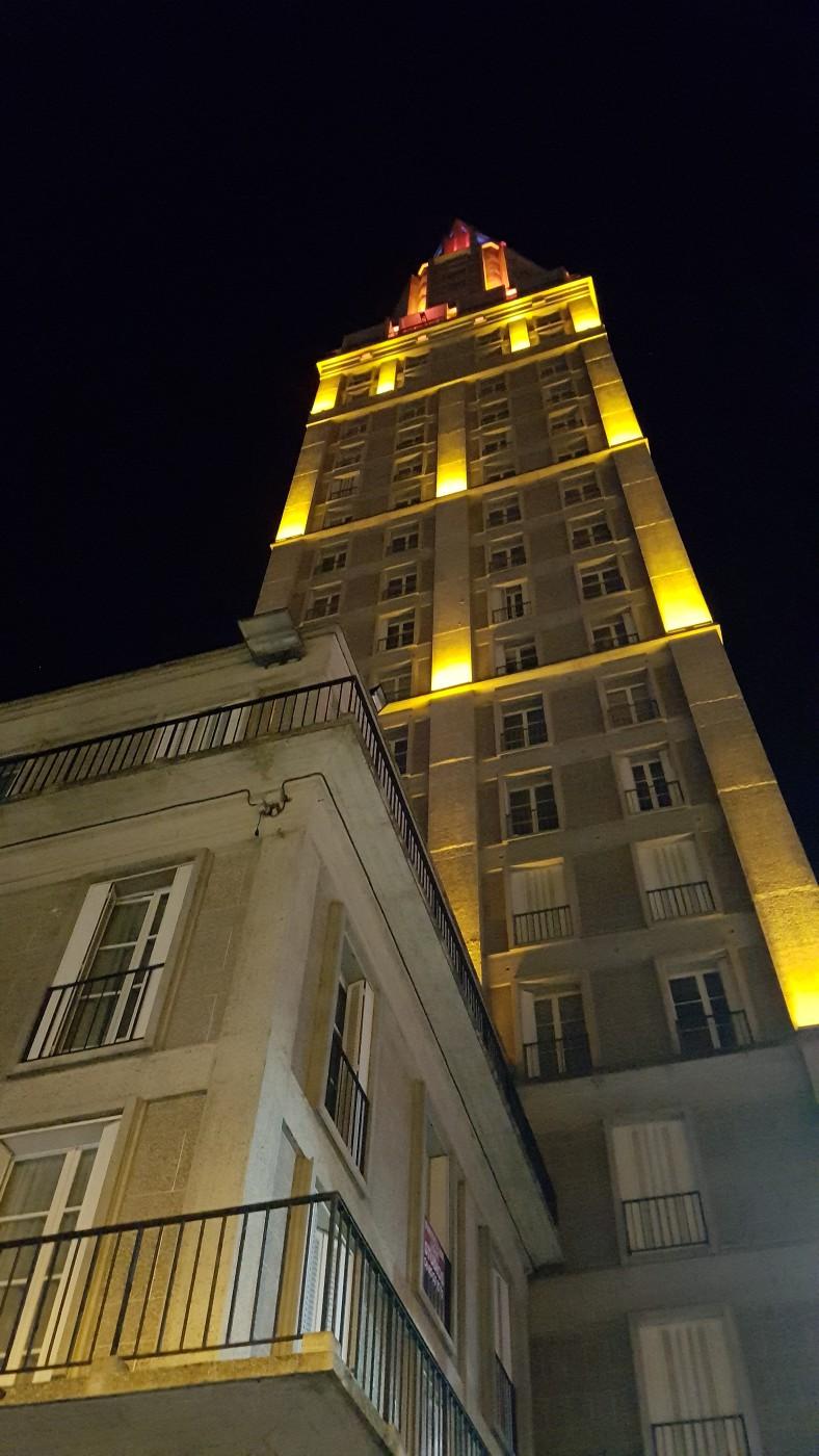 Tour Perret - Amiens la nuit