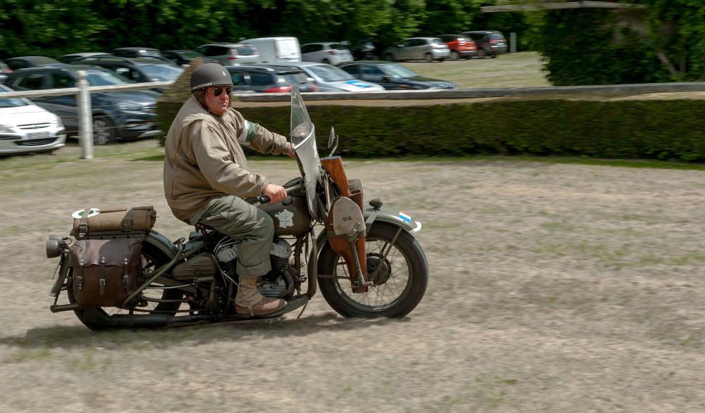 """Tailly l'Arbre à Mouches - commémoration des 70 ans de la disparition du Maréchal LECLERC - rassemblement des collectionneur de la 2ème DB - Harley Davidson, pour une vielle dame elle a encore du """"peps"""""""