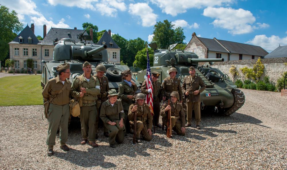 Tailly l'Arbre à Mouches - commémoration des 70 ans de la disparition du Maréchal LECLERC - rassemblement des collectionneurs de la 2ème DB - en costume d'époque