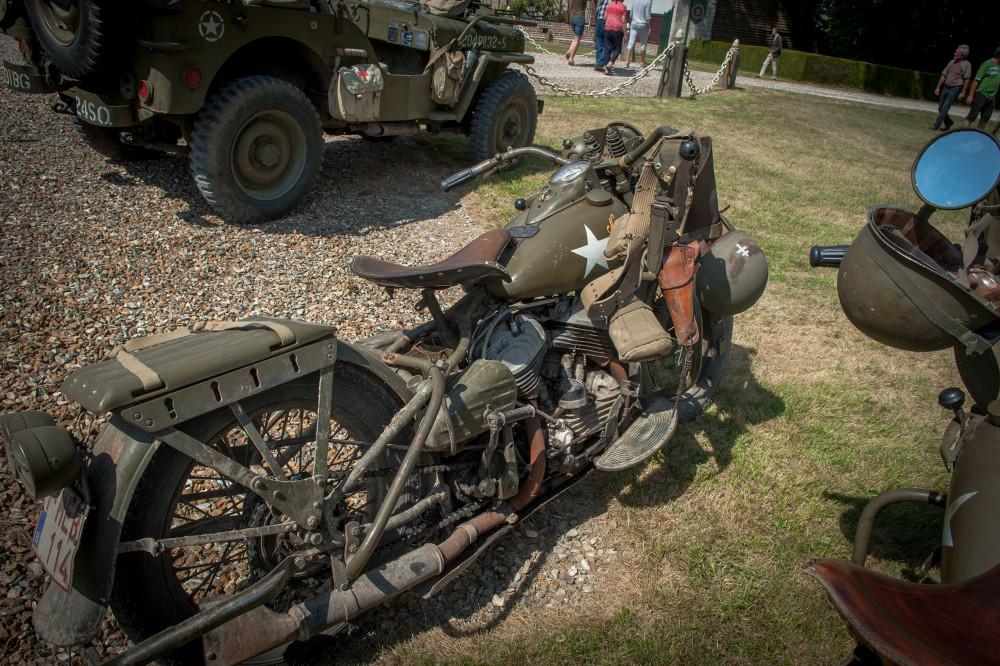 Tailly l'Arbre à Mouches - commémoration des 70 ans de la disparition du Maréchal LECLERC - rassemblement des collectionneurs de la 2ème DB - Harley Davison d'époque