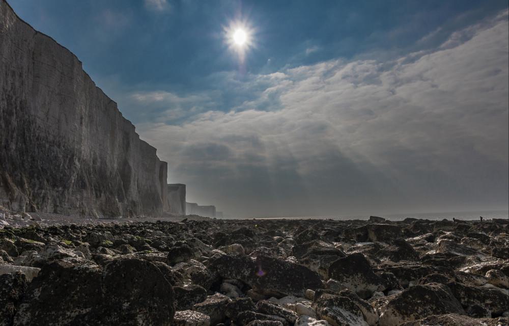 Lumière magique d'hiver sur les falaises et éboulis d'AULT
